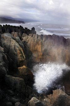 Free Pancake Rocks - New Zealand Royalty Free Stock Photos - 32062758