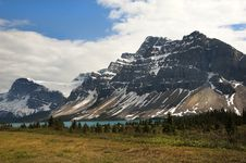 Free Canadian Rocky Mountains And Glacial Lake Stock Images - 32072314