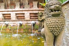 Free The Lion Statues Made Of Stone Royalty Free Stock Photos - 32085258