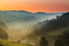 Free Early Morning Fog In Mountains Stock Photography - 32085292