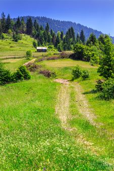 Free Road In The Mountains To The House Stock Photography - 32085312