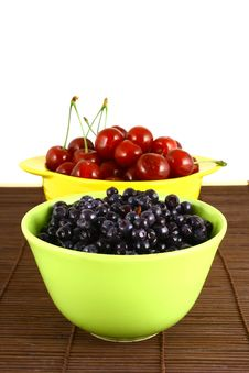 Free Blueberries And Cherry Royalty Free Stock Image - 3211816