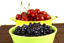 Free Blueberries And Cherry Royalty Free Stock Photography - 3211837