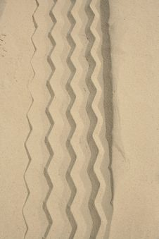 Free Tire Track In The Sand Royalty Free Stock Photos - 3212528