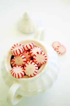 Free Sugar Bowl And Peppermints Royalty Free Stock Photography - 3214847
