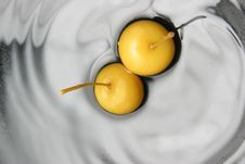 Free Fruits In Water Royalty Free Stock Photos - 3216498