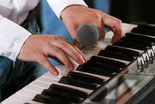 Free Hands Of Piano Player Royalty Free Stock Images - 3216519