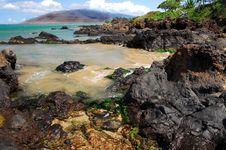 Free Rocky Shoreline In Maui Royalty Free Stock Photography - 3216657