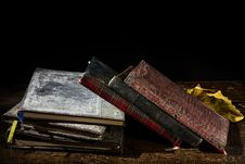 Free Pile Of Old Notebooks Royalty Free Stock Image - 32102946