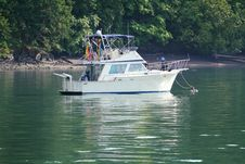 Free Anchored Cabin Cruiser Stock Images - 32126784