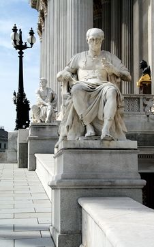 Vienna - Parliament - Statues Of Caesar And Cicero Royalty Free Stock Photos