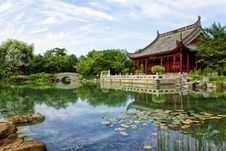 Free Chinese Pond Stock Image - 32162971