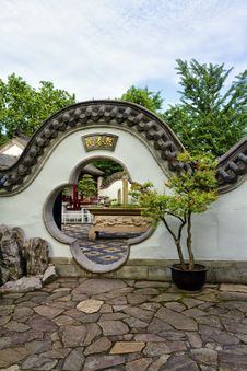 Free Chinese Garden Royalty Free Stock Photo - 32162975