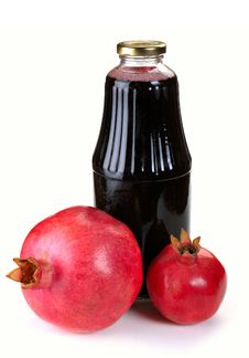 Free Bottle Of Juice And Ripe Pomegranate Royalty Free Stock Images - 32183529