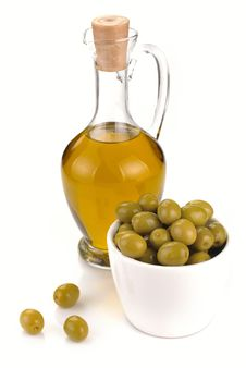Free Decanter With Olive Oil Royalty Free Stock Photos - 32183808