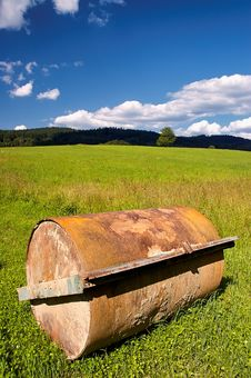 Free Agricultural Machine For The Field Royalty Free Stock Image - 32185906