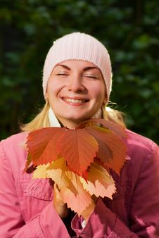 Free Girl With Autumn Leaves Stock Photography - 3220162