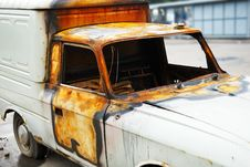 Free Burnt Down Car Royalty Free Stock Photography - 3222317