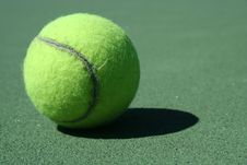 Free Tennis Ball Royalty Free Stock Photography - 3223567