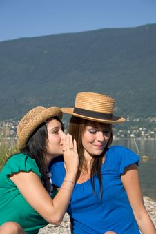 Free Two Women Discussing Royalty Free Stock Photography - 3224147