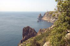 Free Sea, Sky And Rocks Royalty Free Stock Photos - 3229428