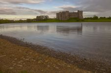 Free Carew Castle Over The Lake Stock Photography - 32205112