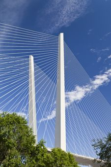 Free Big Suspension Bridge Royalty Free Stock Image - 32218946