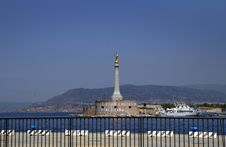 Free Sicily. Messina. A Statue Of The Madonna. Stock Photography - 32248522