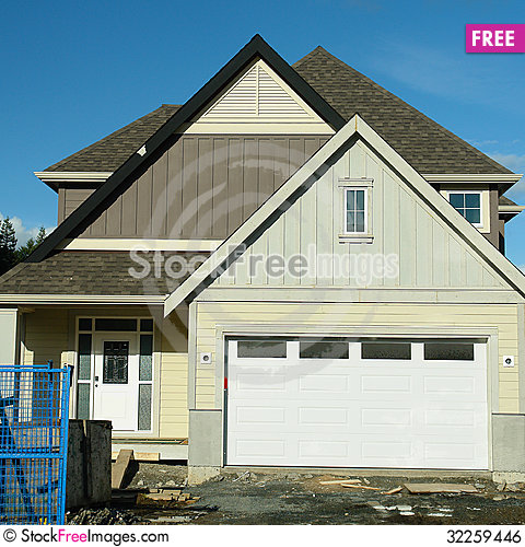 Free Building A New House Royalty Free Stock Image - 32259446