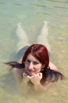 Free Woman Laying In The Water Stock Photography - 32252712