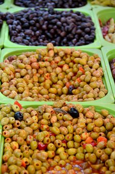 Free Olives Royalty Free Stock Photography - 32255547
