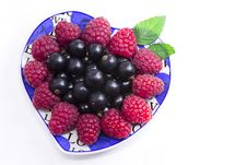 Free Raspberries And Black Currant On The Beautiful Saucer Stock Photos - 32260143