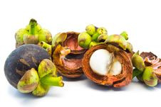 Free Mangosteen And Segment With Clipping Path Stock Photos - 32270323