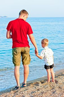 Free Father And Son Admiring The Sea Royalty Free Stock Images - 32272359