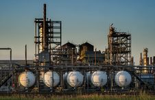 Free Refinery Royalty Free Stock Images - 32275249