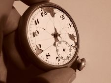 Free Broken Pocketwatch Royalty Free Stock Photography - 3234467