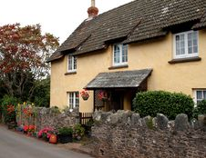 Free Thatched English Cottage Stock Image - 3236241