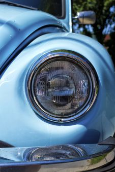 Free Headlight Royalty Free Stock Image - 32303696