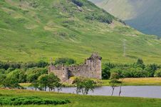 Free A Scottish Castle At A Loch. Royalty Free Stock Photography - 32318837