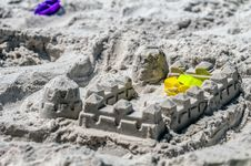 Free Sand Castle Structures Built At Seashore Stock Photography - 32330602
