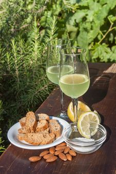 Free Limoncello And Biscotti Royalty Free Stock Photography - 32335347