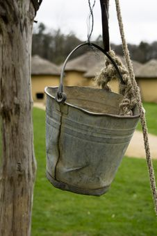 Free Bucket Of A Water Well Royalty Free Stock Photography - 32348367