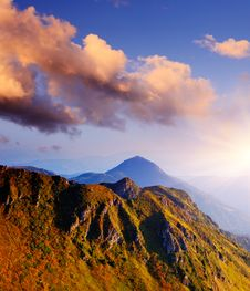 Free Morning Light In The Mountains Royalty Free Stock Photo - 32368205