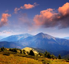 Free Landscape With Mountain And Valley Royalty Free Stock Photography - 32368207