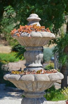 Free Stone Water Fountain With Plants Stock Photography - 32373412
