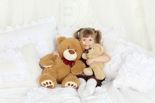 Free Little Girl Sits Bed With Pillows And Teddy Bears Royalty Free Stock Photo - 32395675
