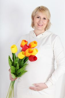 Free Happy Pregnant Woman In White With Bouquet Of Tulips Royalty Free Stock Image - 32396636