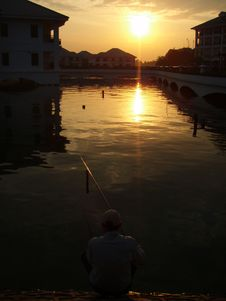 Free Sunset On The Lake Royalty Free Stock Photos - 3243638