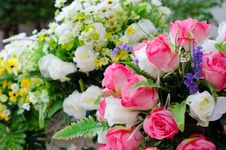 Free Fabric Roses Royalty Free Stock Photography - 32409417