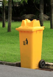 Free Recycle Bin Royalty Free Stock Image - 32409866